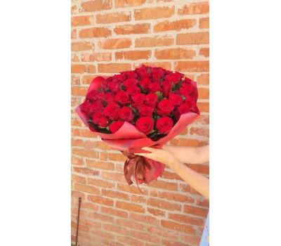 Красные розы с доставкой в Лабинске и в Лабинском районе