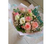 Букет с бело-розовой розой