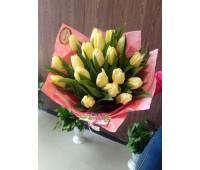 Букет с лимонными тюльпанами